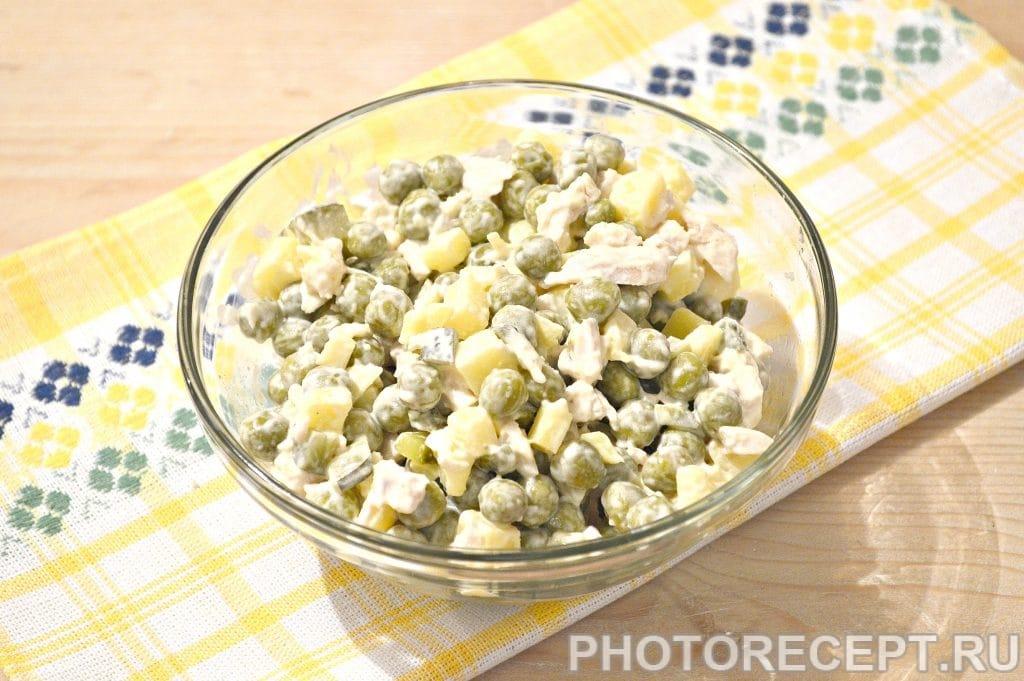 Фото рецепта - Простой салат из куриной грудки и зеленого горошка - шаг 6