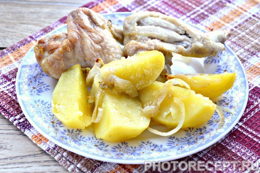 Фото рецепта - Куриные крылышки с картофелем в духовке - шаг 7