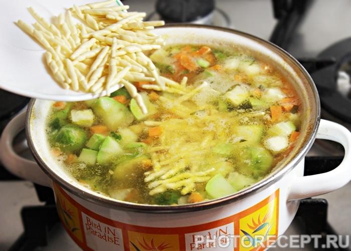 Фото рецепта - Овощной суп Минестроне с индейкой и фасолью - шаг 7