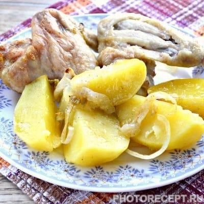 Куриные крылышки с картофелем в духовке - рецепт с фото