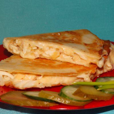 Тортилья «Три сыра» с чесноком - рецепт с фото