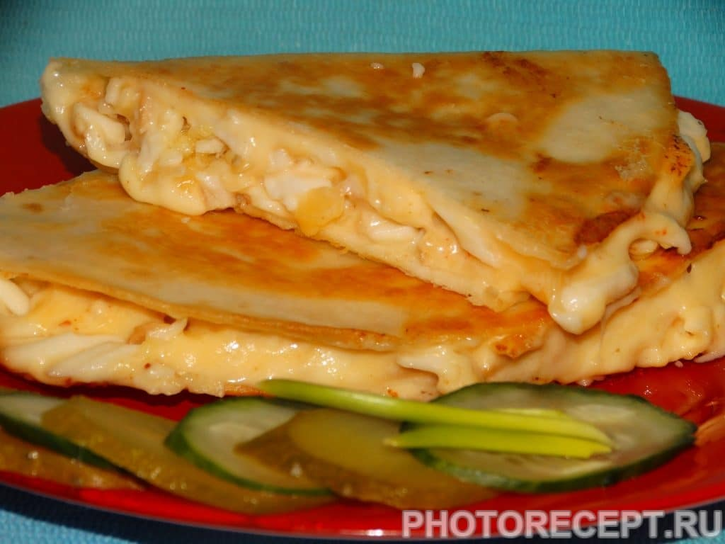 Фото рецепта - Тортилья «Три сыра» с чесноком - шаг 6
