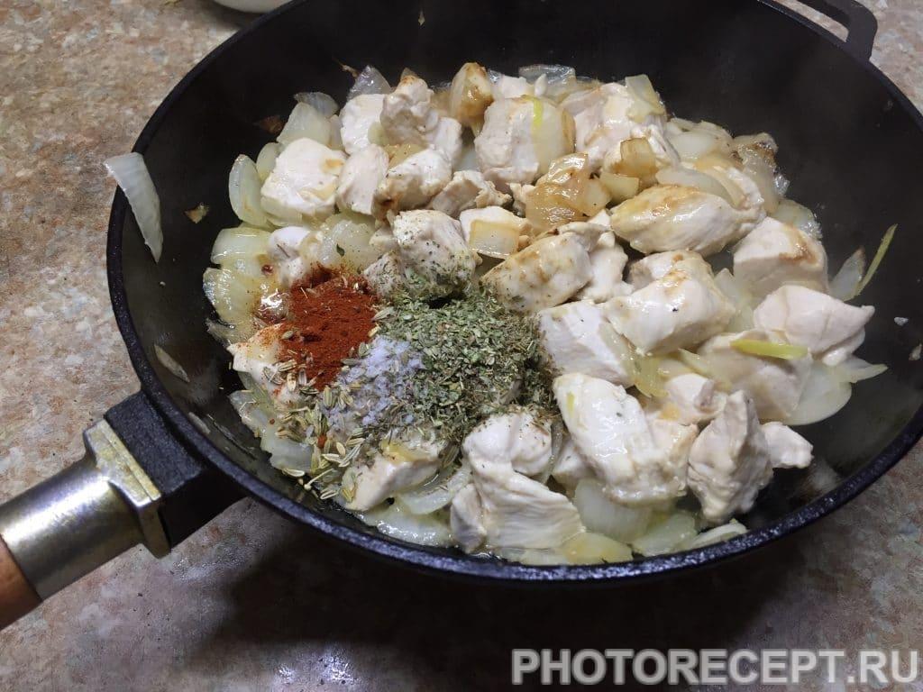Фото рецепта - Нежное куриное филе с грушами в сливочном соусе - шаг 8