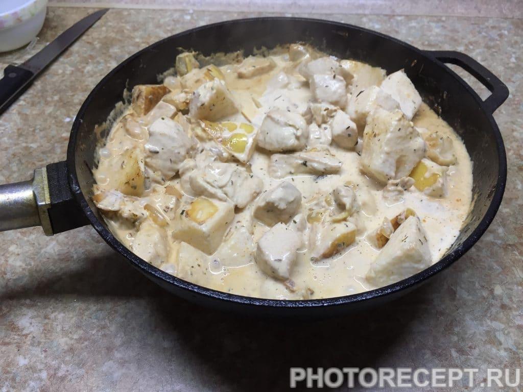 Фото рецепта - Нежное куриное филе с грушами в сливочном соусе - шаг 10