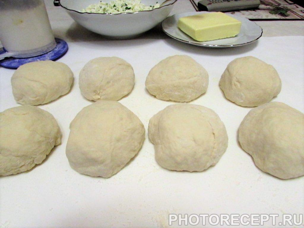 Фото рецепта - Кавказские лепешки с творогом и зеленью - шаг 11