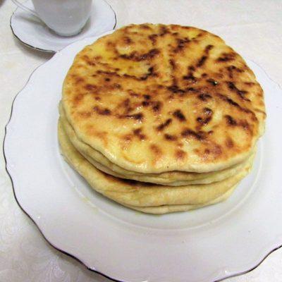 Кавказские лепешки с творогом и зеленью - рецепт с фото