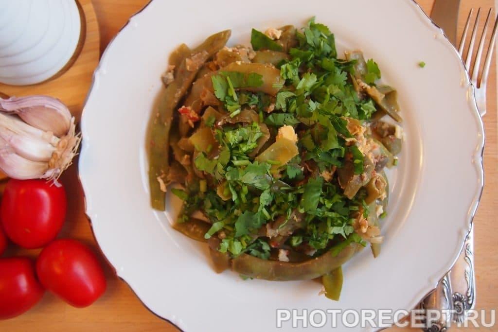 Фото рецепта - Лобио из зеленой фасоли с яйцами - шаг 14