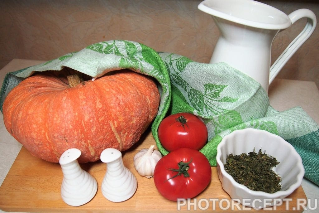 Фото рецепта - Отварная тыква с помидорами - шаг 1