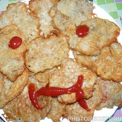 Фото рецепта - Драники из тертой картошки или русские чипсы - шаг 4