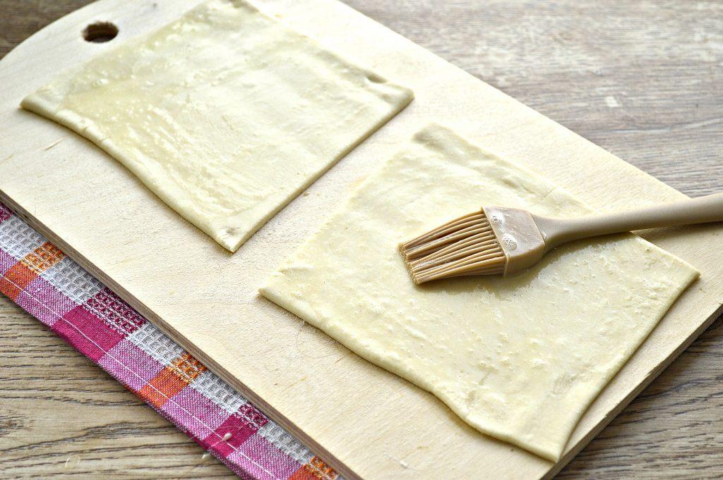 Фото рецепта - Пирожки с мясным фаршем в духовке - шаг 2