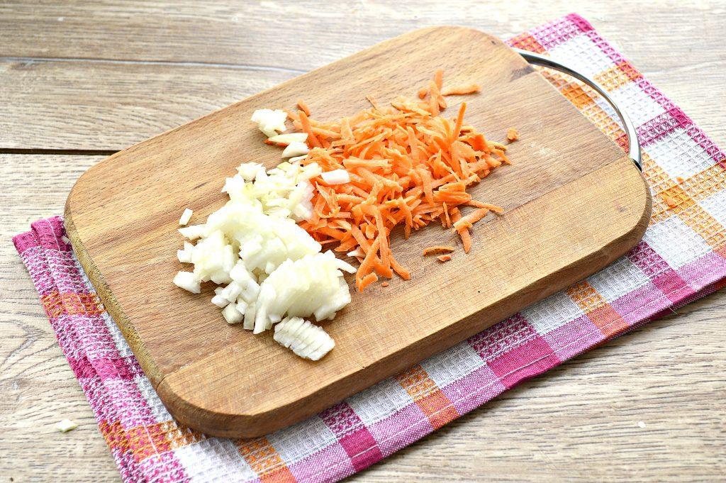Фото рецепта - Капуста белокочанная, тушеная с картофелем - шаг 2