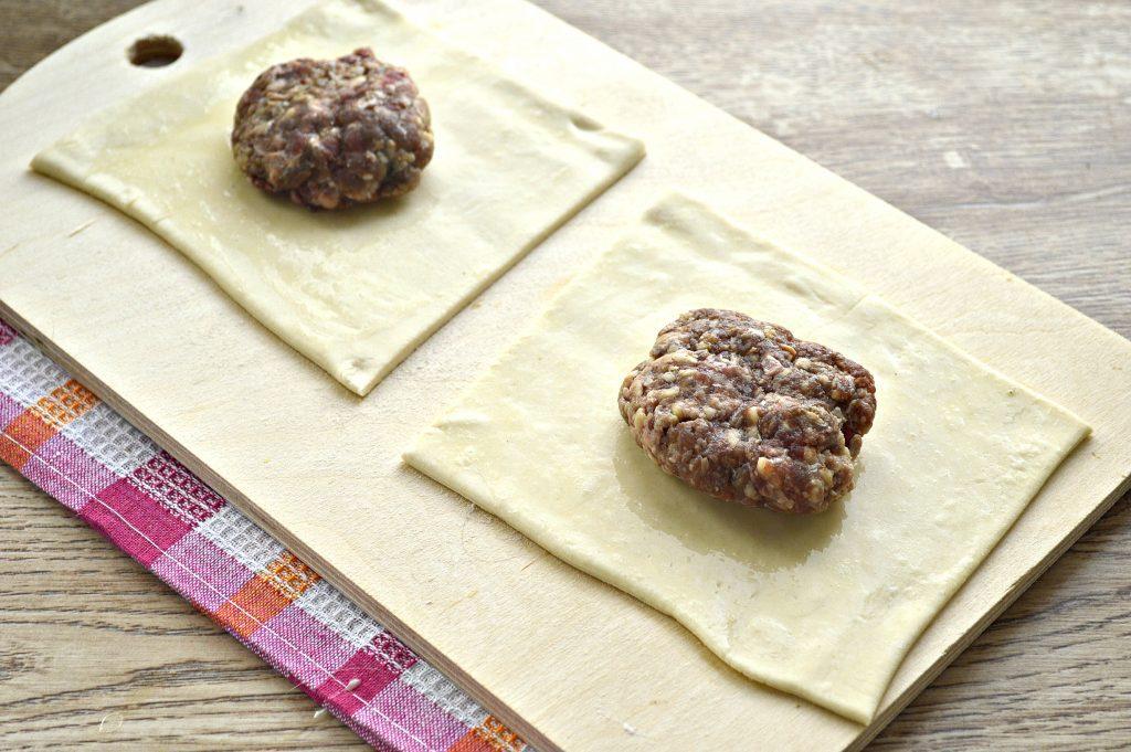 Фото рецепта - Пирожки с мясным фаршем в духовке - шаг 3