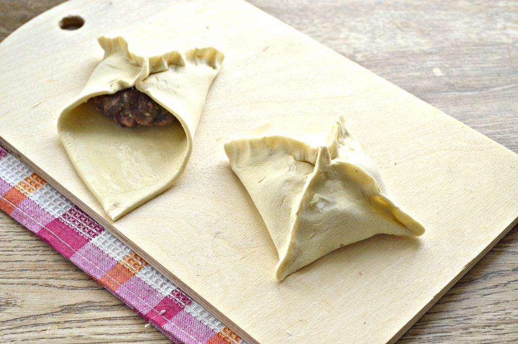 Фото рецепта - Пирожки с мясным фаршем в духовке - шаг 4