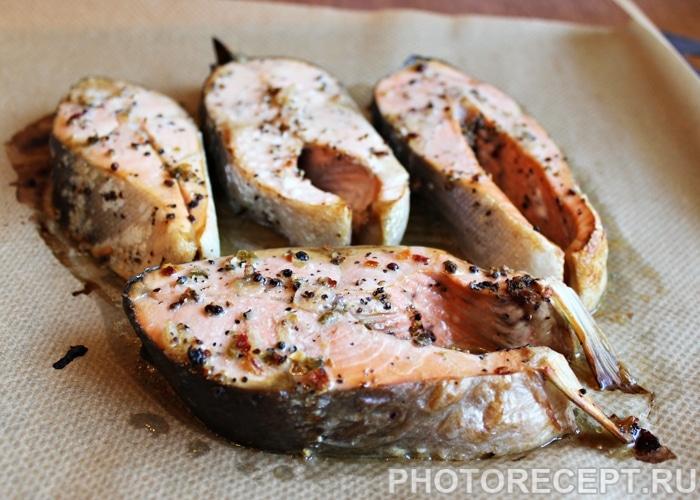 Фото рецепта - Красная рыба, запеченная в духовке - шаг 5