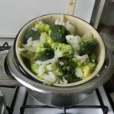 Фото рецепта - Цветная капуста и брокколи, запеченные под сливочным соусом - шаг 3