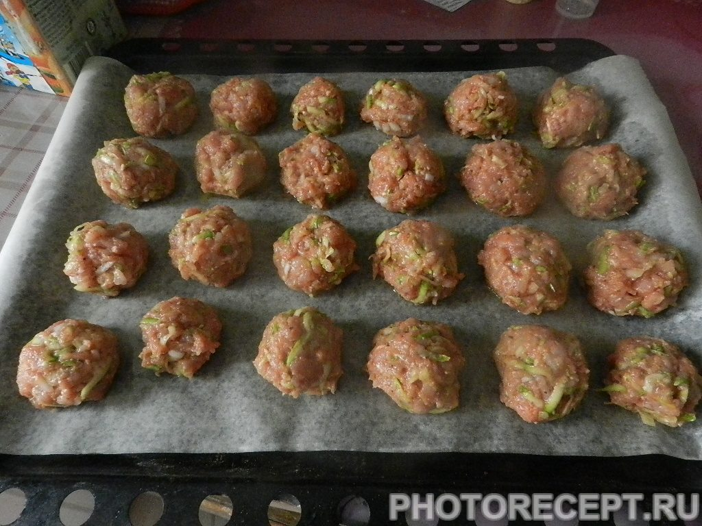 Фото рецепта - Греческие тефтели из индейки с кабачками - шаг 7