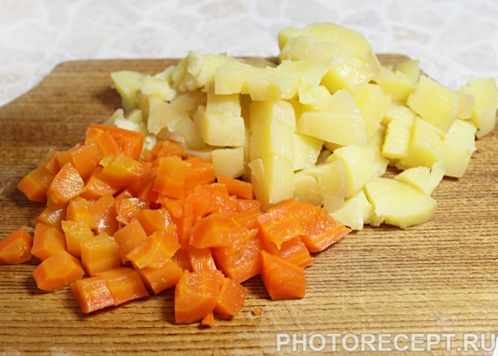 Фото рецепта - Овощной салат с крабовыми палочками - шаг 3
