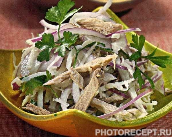 Простой салат из говядины с дайконом