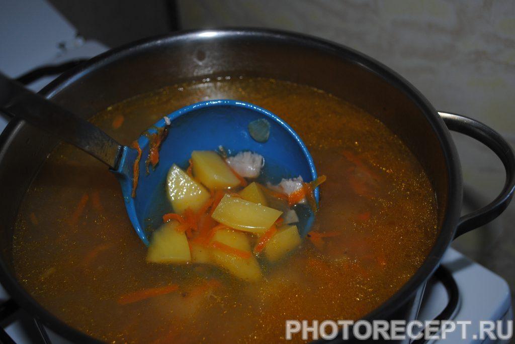 Фото рецепта - Куриный суп с картофелем и вермишелью - шаг 3
