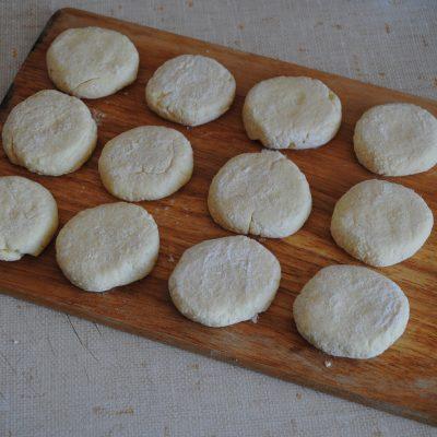 Фото рецепта - Жареные сырники из творога - шаг 3