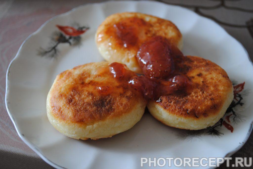 Фото рецепта - Жареные сырники из творога - шаг 5