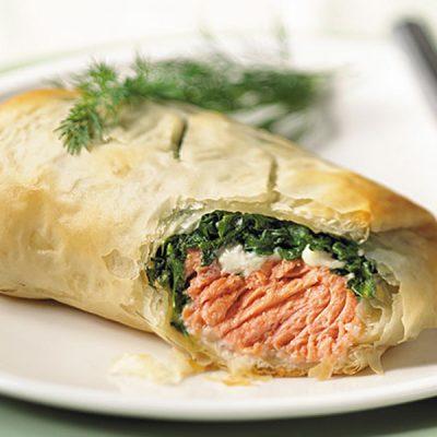 Рыбная кулебяка с шпинатом и рисом - рецепт с фото