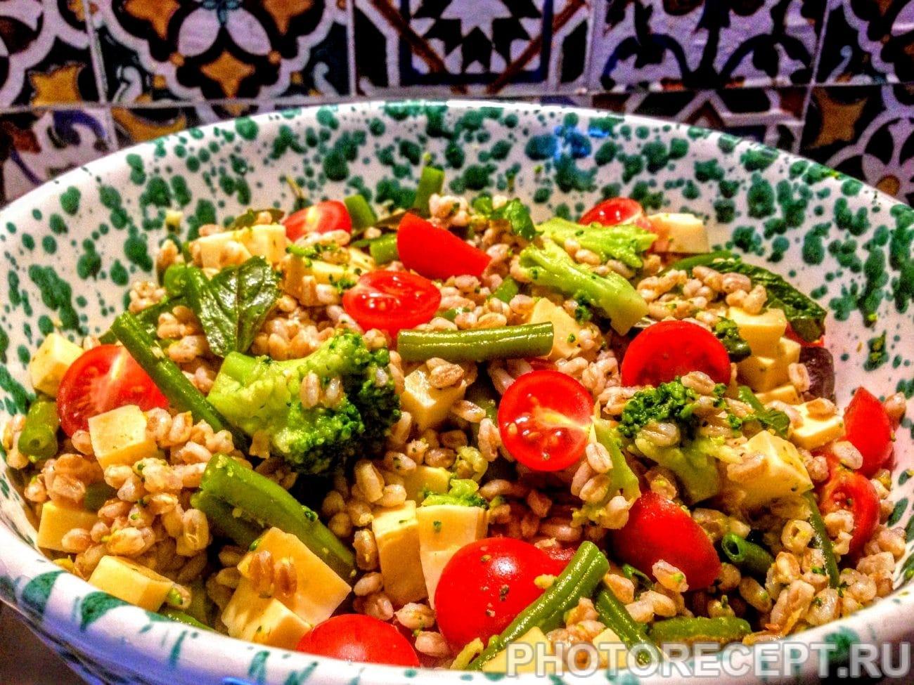 Салат из перловки с овощами и сыром