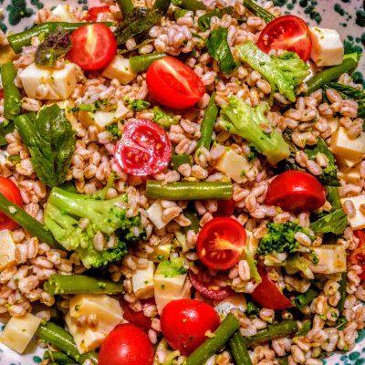 Фото рецепта - Салат из перловки с овощами и сыром - шаг 10