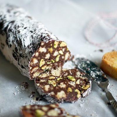 Сладкая колбаска с бананом и орешками - рецепт с фото