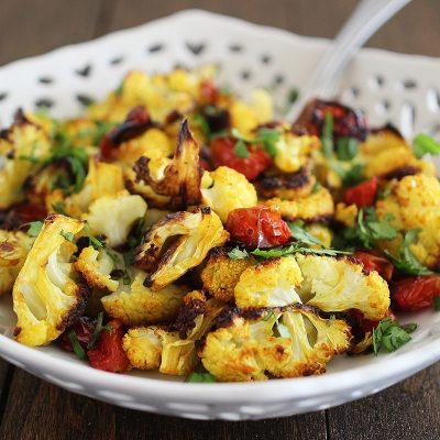 Цветная капуста с помидорами, запеченная в духовке - рецепт с фото