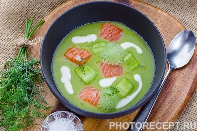Холодный огуречный суп с семгой и пряным маслом