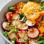 Летний салат с мандаринами и редисом