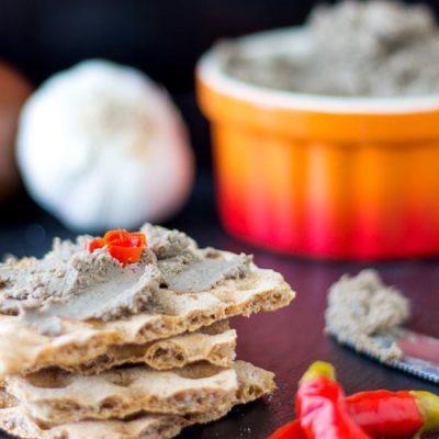 Печеночный паштет со сливочным сыром и грибами - рецепт с фото