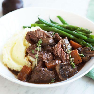 Жаркое из говядины с грибами - рецепт с фото