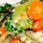 Рыбный салат с овощами под сырным соусом