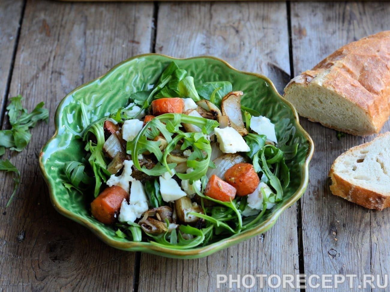 Овощной салат с сыром и кунжутными семенами