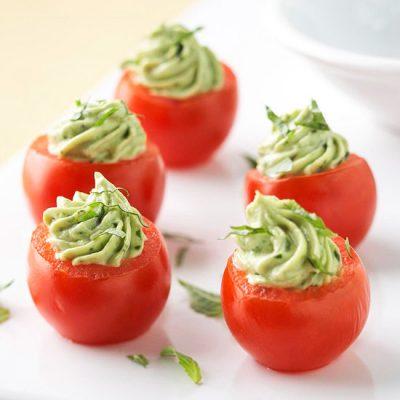 Фаршированные помидоры с авокадо и сыром - рецепт с фото