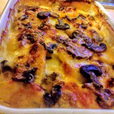 Картофельная запеканка с грибами и соусом Бешамель - рецепт с фото