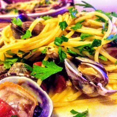 Паста с ракушками и томатами вонголе - рецепт с фото