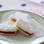 Кокосовое печенье с начинкой из ягодного желе