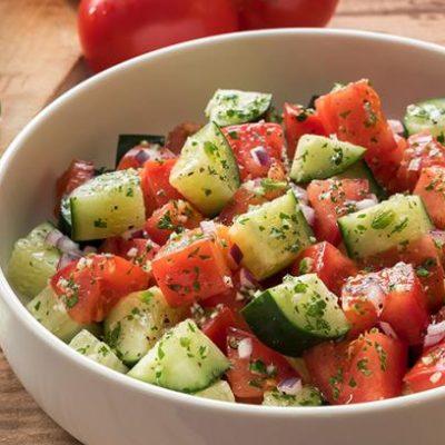 Летний салат из свежих овощей - рецепт с фото