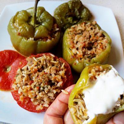 Перец, фаршированный рисом, мясом и овощами - рецепт с фото