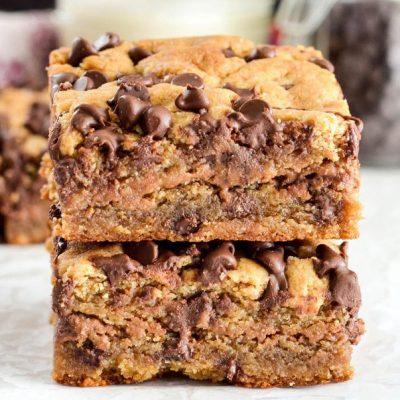 Пирожное Блонди с ореховой начинкой и горьким шоколадом - рецепт с фото