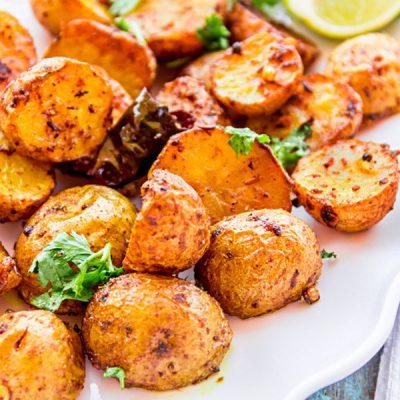 Пряная картошка, запеченная в духовке - рецепт с фото
