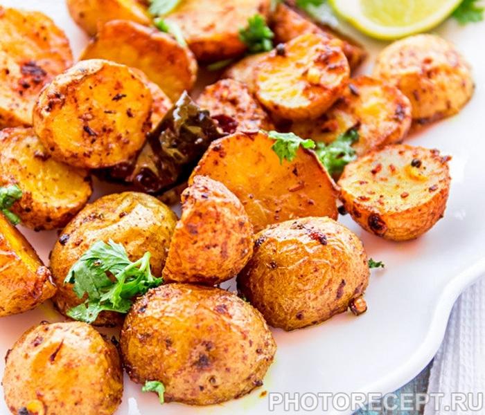 Пряная картошка, запеченная в духовке