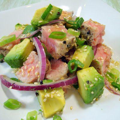Пряный салат с тунцом и авокадо - рецепт с фото