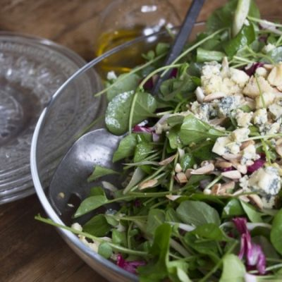 Салат с голубым сыром, фенхелем и миндальными орешками - рецепт с фото