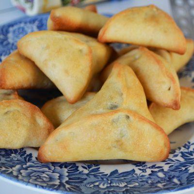 Сладкие пирожки со щавелем - рецепт с фото