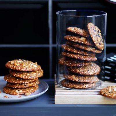 Соленое кунжутное печенье на пиве - рецепт с фото