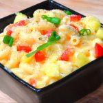 Сырный салат с макаронами, перцем и ананасом